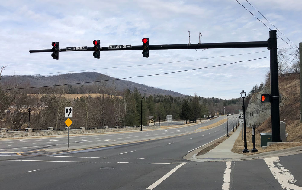 Traffic signal at US 321 highway intersection